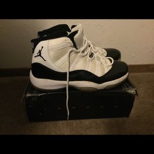 Selling Jordan 11 concords size 10 for $100
